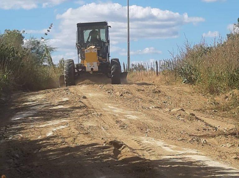 Passado o período chuvoso é hora de recuperar a malha vicinal do município e assim oferecer mais mobilidade para a população.