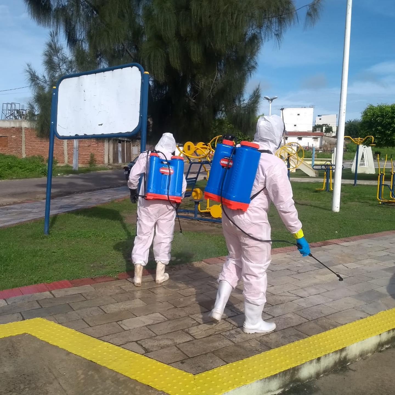 A Prefeitura Municipal de Tenente Ananias-RN, através da Secretaria de Saúde e de Obras e Serviços Urbanos, realizam pulverização e higienização nas principais vias públicas