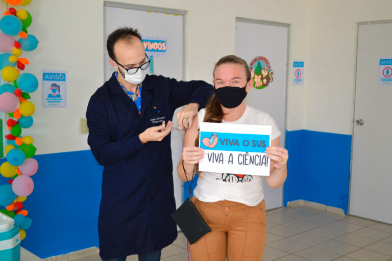 Vacinação dos profissionais da educação!