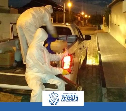 A Prefeitura Municipal de Tenente Ananias-RN, realizou pulverização e higienização nas principais vias públicas e locais de maior aglomeração de pessoas, na Vila Mata
