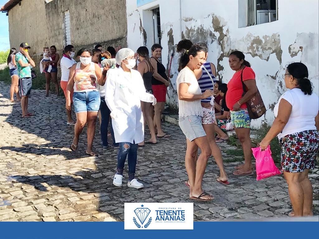 A Prefeitura Municipal de Tenente Ananias, Secretaria de Saúde, realiza distribuição de máscaras a população.