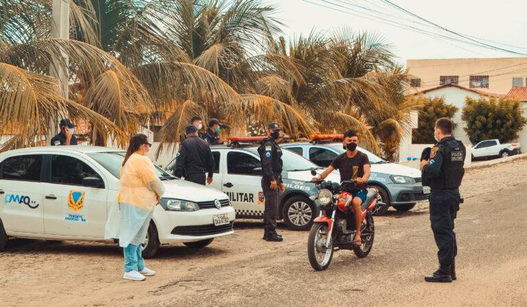 A Polícia Militar e a Vigilância Sanitária estão realizando blitzs nos bares e estabelecimentos de nossa cidade